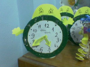 free bee clock craft