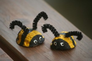 walnuts bee craft