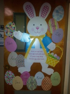 easter door decoration idea 1