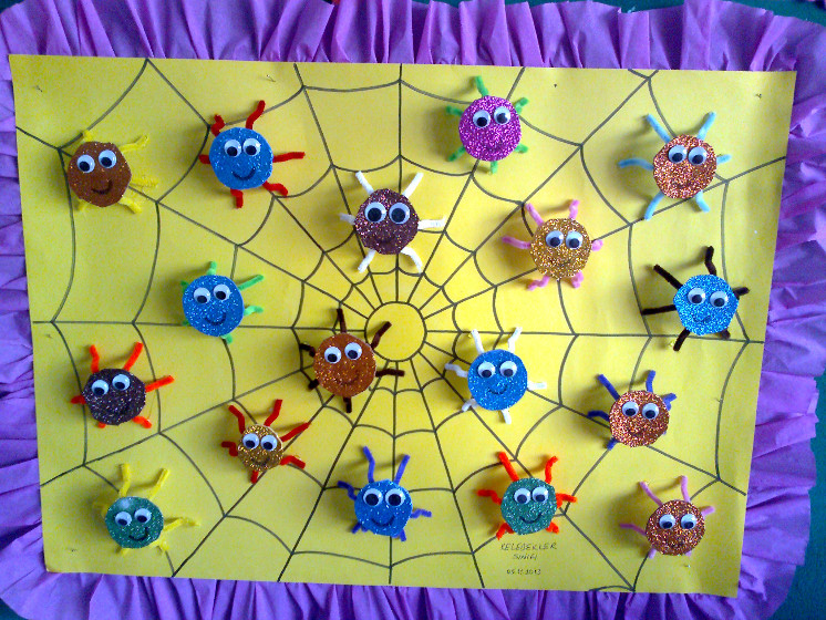 spider bulletin board idea