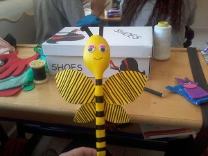 wood spoon bee craft