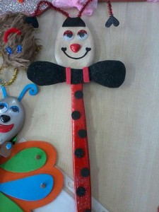 free wooden spoon lady bug craft