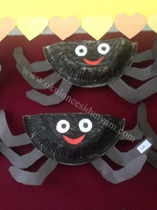 paper plate spider craft idea