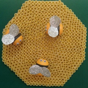 bee bulletin board idea (2)