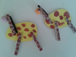 clothes pin giraffe craft