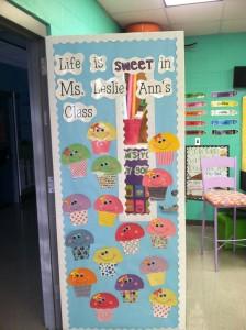 cupcake door decoration ide (3)