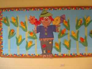 free scarecrow bulletin board idea for kids (2)