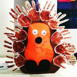 handprint hedgehog craft (1)