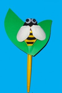 Plastic Spoon Bee Craft X on musical instruments craft idea for kids