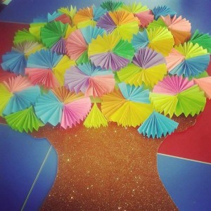 spring tree buleltin board idea