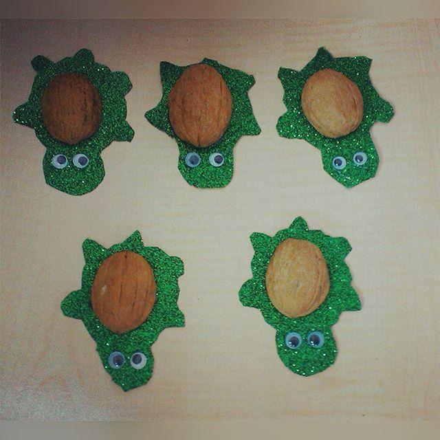 walnut shell turtle craft (1)