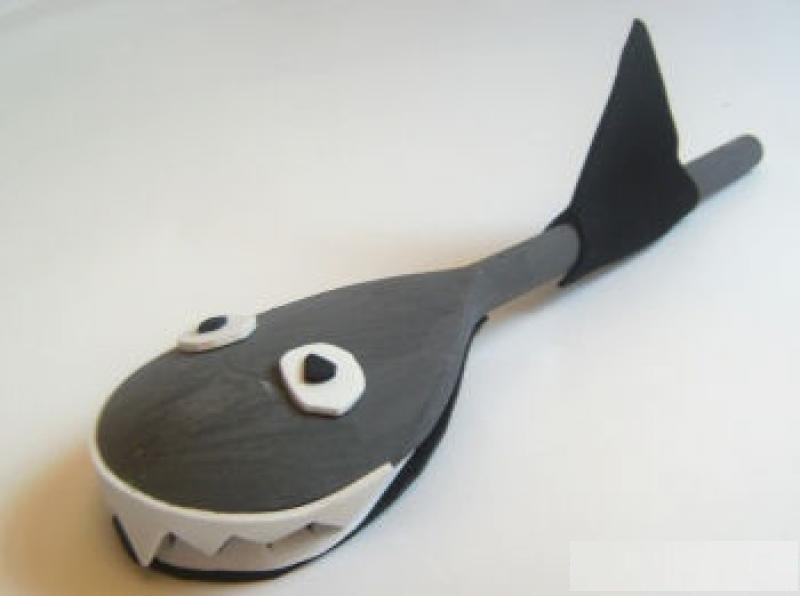 wooden spoon shark craft idea