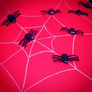 walnut-shell-spider-bulletin-board-idea-2