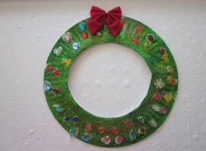 paper-plate-christmas-wreath-craft