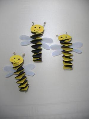 accordion bee craft (1)