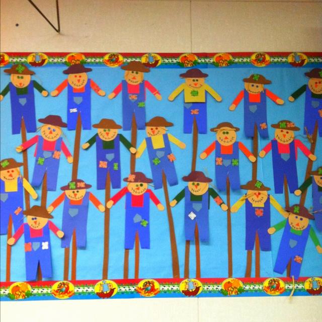 Fall-Scarecrow-Bulletin-Board-idea