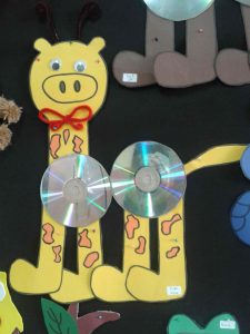 cd-giraffe-craft-idea-for-kids