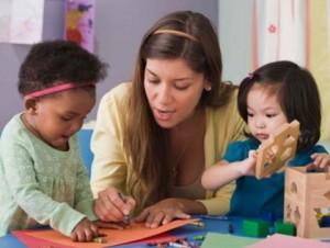 preschool-teacher-with-toddlers