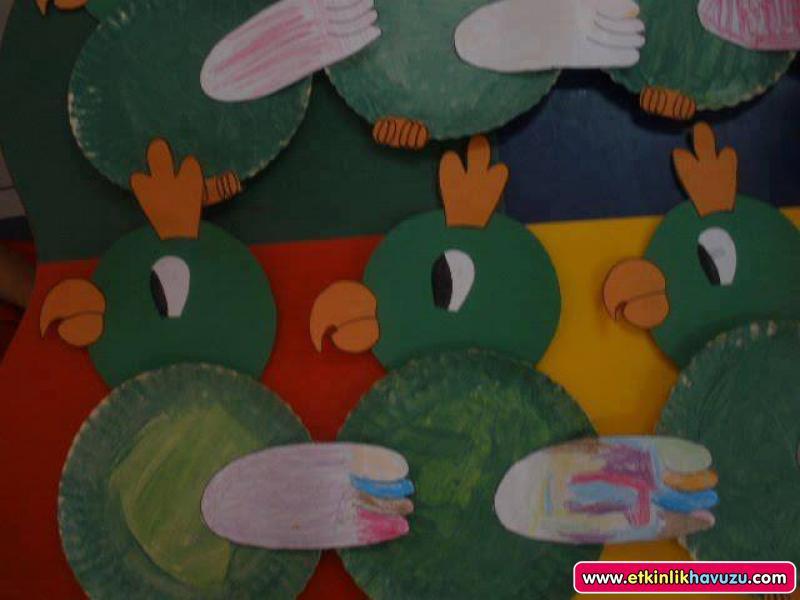 paper plate parrot