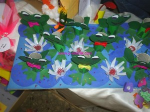 toielt paper roll frog craft