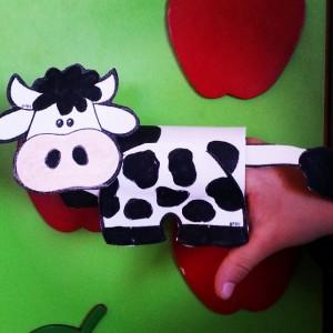finger puppet cow craft (1)
