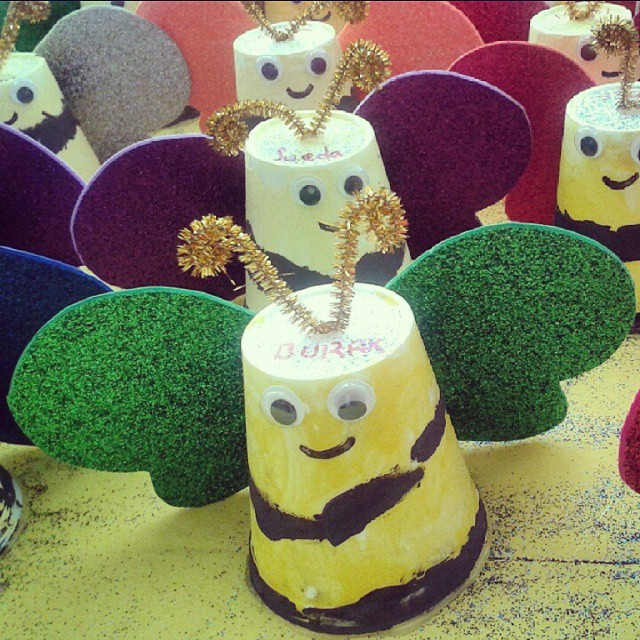 paper cup bee craft