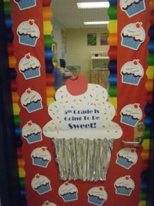 cupcake door decoration ide (2)
