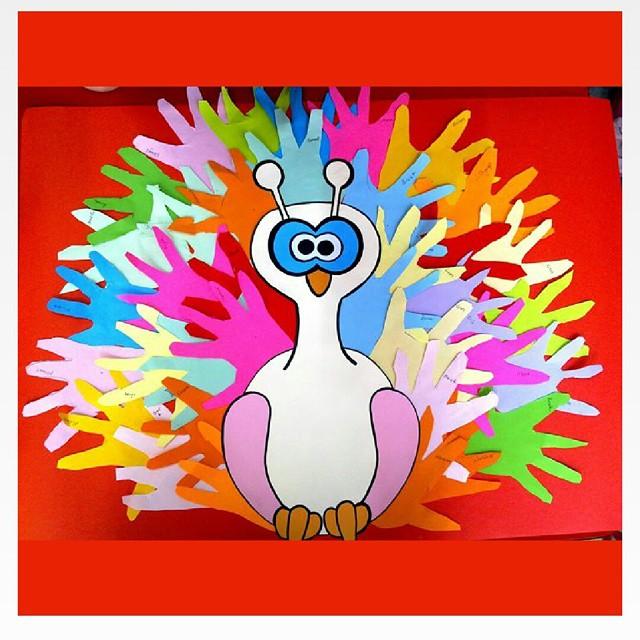 handprint peacock craft (2)