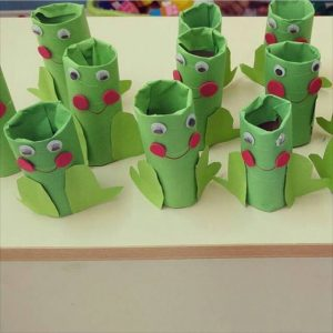 toilet paper roll frog craft (2)