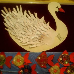 handprint-swan-craft