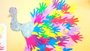 handprint peacock bulletin board idea for kids (3)