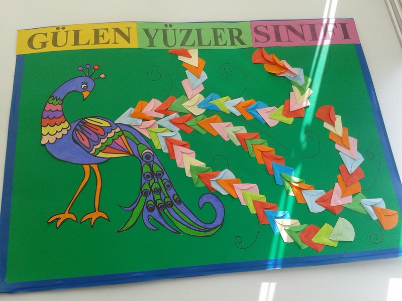 peacock bulletin board idea for kids (1)