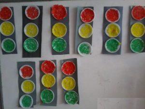 paper-plate-traffic-light-craft-idea-for-kids