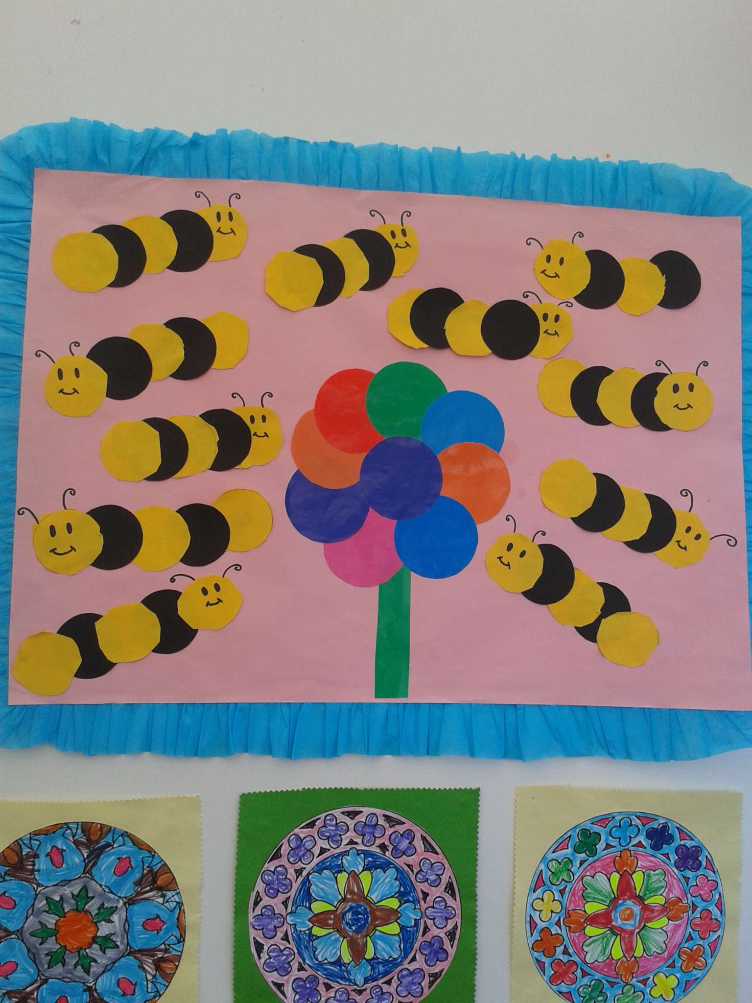 circle bee bulletin board idea