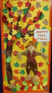 fall door decoration idea